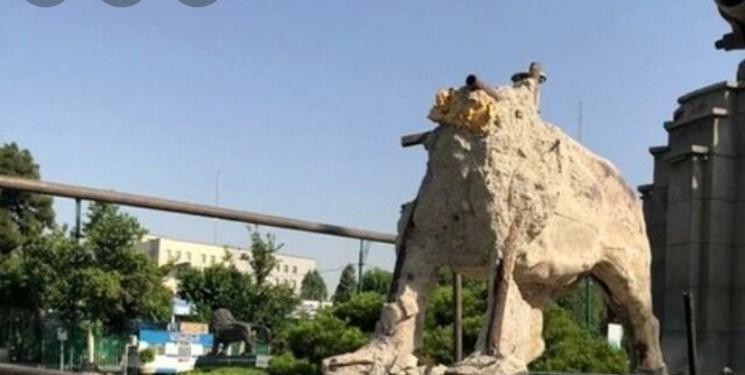 تخریب میراث ۸۵ ساله پایتخت توسط شهرداری/ شیر میدان حر از پای درآمد